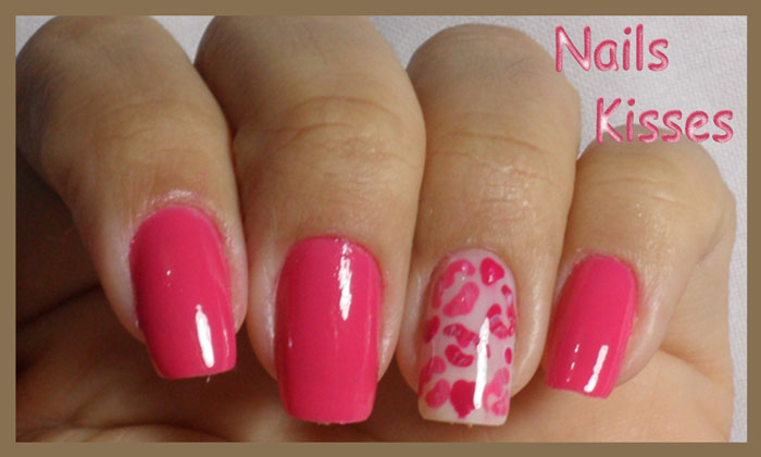 Esmalte rosa com nails Kisses