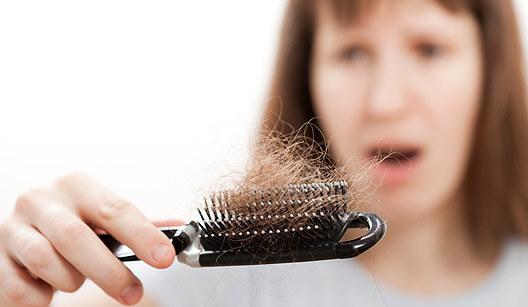 641509-A-queda-de-cabelo-é-um-dos-problemas-que-mais-assustam-as-mulheres.